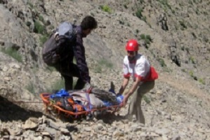 نجات مرد ۳۵ ساله در ارتفاعات کوه «چرمین» سیروان